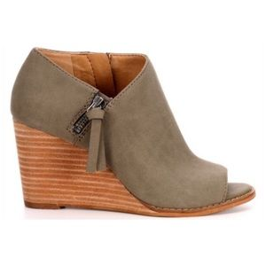 Jessica Simpson Women's Wedge 9.5M New